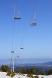 Berghelling met stoeltjeslift Stock Foto's