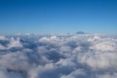 Berghemel en wolk Stock Foto