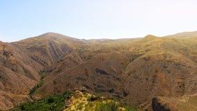 Bergheuvels in Armenië, adembenemend panorama, mooie aard en ecologie stock afbeeldingen