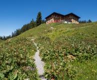 Berghotel Koerbersee en la cima de la colina Imágenes de archivo libres de regalías