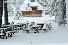 Berghuis in de winter Royalty-vrije Stock Afbeelding