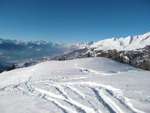bergig alpin liggande Arkivfoto