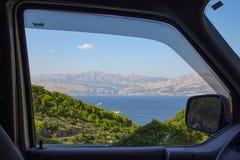 Bergig fönsterram Arkivbild