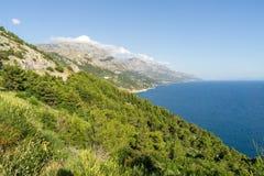 Bergig kustlinje av Kroatien Royaltyfria Foton