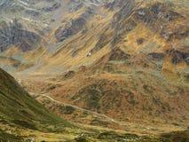 Bergigt alpint landskap marsinvånare-som Arkivbilder