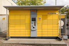 BERGISH GLADBACH, ΓΕΡΜΑΝΊΑ - 18 ΣΕΠΤΕΜΒΡΊΟΥ 2016: Σταθμός πακέτων DHL Στοκ Φωτογραφία
