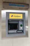 BERGISH GLADBACH, TYSKLAND - SEPTEMBER 18, 2016: ATM (automatisk träffande maskin) royaltyfri bild