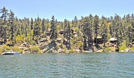 Bergkabiner/Big Bear Lake Royaltyfri Bild