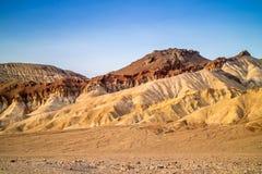 Bergkanter i den Death Valley nationalparken Arkivbilder