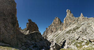 Bergkanter mot blåa himlar, Pizes di Cir, Dolomites, Italien Arkivbild