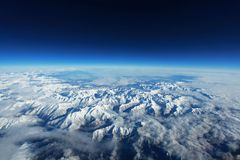 Bergkedja i snön royaltyfri fotografi