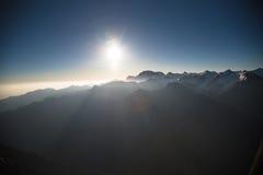 Bergketen bij dageraad stock afbeeldingen