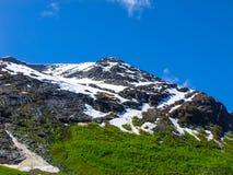 Bergketen rond Briksdal-Gletsjer, Noorwegen Stock Foto's