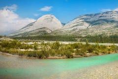Bergketenlandschap en Meer, Canada royalty-vrije stock foto's