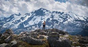 Bergklättring i F. KR. 4 Arkivbild