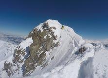 Bergklättring i vintern, Hochfà ¼gen, Österrike Royaltyfria Foton
