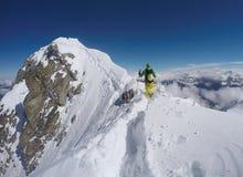 Bergklättring i vintern, Hochfà ¼gen, Österrike Arkivfoton
