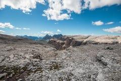 Bergkreek aan Langkofel Stock Afbeelding