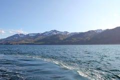 Bergkust på västra Island. Royaltyfri Foto