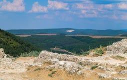 Berglandschaft, Felsen, Wald Stockfotografie