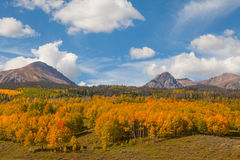 Berglandschaft im Herbst Lizenzfreies Stockfoto
