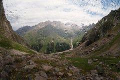Berglandschaft im Regen Stockfotografie