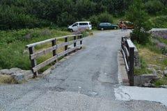 Berglandschaft mit Brücke Lizenzfreies Stockfoto