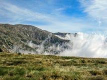 Berglandschaft mit den Wolken, französische Pyrenäen nahe Pic du Canigou stockbild