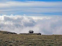 Berglandschaft mit den Wolken, Pyrenäen, Canigou-Gebirgsmassiv, Frankreich stockbilder