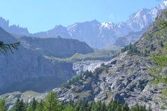 Berglandschaft mit Felsen Lizenzfreie Stockbilder