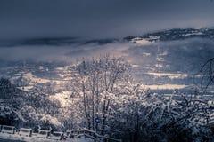 Berglandschaft mit Schnee, Schnee bedeckte Bäume Lizenzfreies Stockfoto