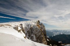 Berglandschaft mit Schnee und blauem Himmel Lizenzfreie Stockbilder