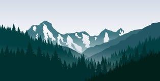 Berglandschaft mit Wald und schneebedeckter Berg in der Mitte Stockfotos