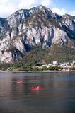 Berglandschaft am See Lecco Lizenzfreie Stockfotos