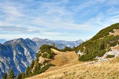 Berglandschaft am sonnigen Tag in den ?sterreichischen Alpen Ober?sterreich-Region lizenzfreie stockfotos