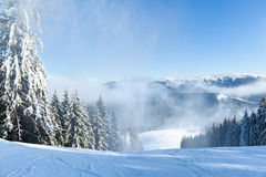 Berglandschaften und Panoramas von Schnee-mit einer Kappe bedeckten Bergspitzen Lizenzfreie Stockfotos
