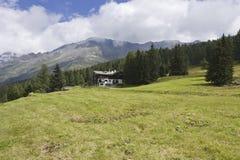 Berglandschaftsüberblick im Sommer Lizenzfreie Stockfotos