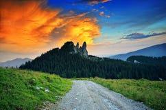 Berglandschap bij zonsondergang Royalty-vrije Stock Foto's