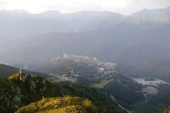 Berglandschap bij zonsondergang in Rosa Khutor Royalty-vrije Stock Fotografie
