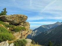 Berglandschap in de Franse Pyreneeën dichtbij Pic du Canigou, Regionaal Park van de Catalaanse Pyreneeën, Frankrijk stock foto's
