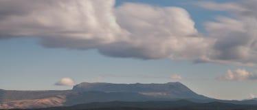 Berglandschap die Chatyrdag overzien Royalty-vrije Stock Foto