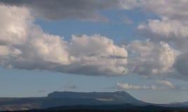 Berglandschap die Chatyrdag overzien Royalty-vrije Stock Afbeelding
