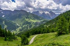 Berglandschap langs de weg aan Colle-dell 'Assietta royalty-vrije stock foto's