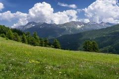 Berglandschap langs de weg aan Colle-dell 'Assietta stock afbeelding