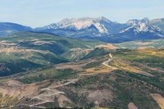 Berglandschap, met een kronkelige berg Royalty-vrije Stock Afbeelding