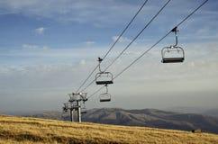 Berglandschap met stoeltjeslift Royalty-vrije Stock Foto