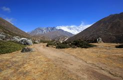 Berglandschap op de manier aan Everest-basiskamp Royalty-vrije Stock Afbeeldingen