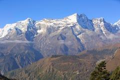 Berglandschap op de manier aan Everest-basiskamp Stock Afbeelding