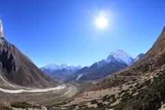 Berglandschap op de manier aan Everest-basiskamp Royalty-vrije Stock Fotografie
