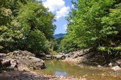 Berglandschap in Talysh-bergen in de zomer Royalty-vrije Stock Afbeeldingen